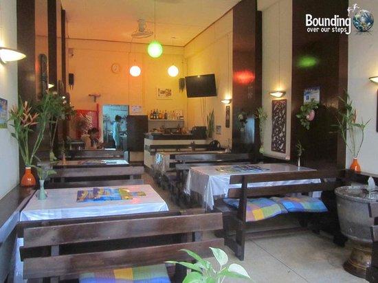 Taste from Heaven Vegetarian Restaurant: Small single fronted shop