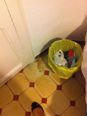 BCN eixample hostel : Not clean