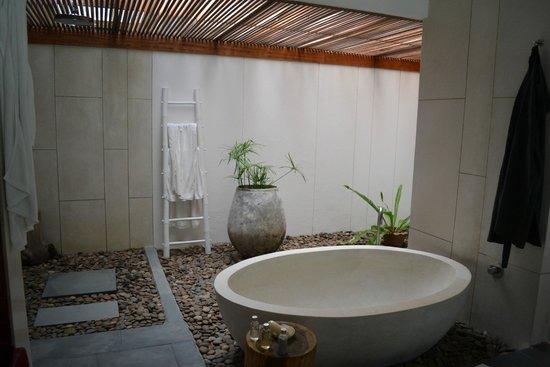The Sarojin: bathroom