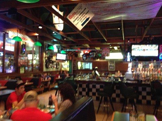 Quaker Steak & Lube - dining room