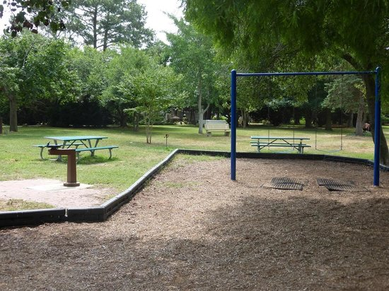 Superb Swings Water Fountain Picnic Tables Benches Stockley Caraccident5 Cool Chair Designs And Ideas Caraccident5Info