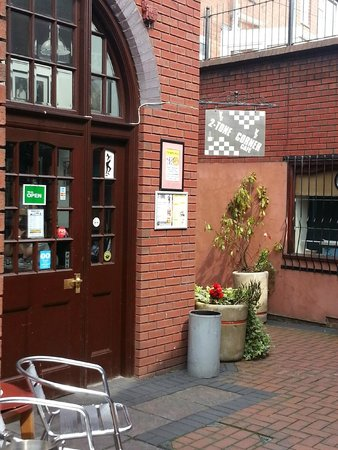 2 Tone Cafe & Simmer Down Restaurant: 2-Tone Corner Cafe