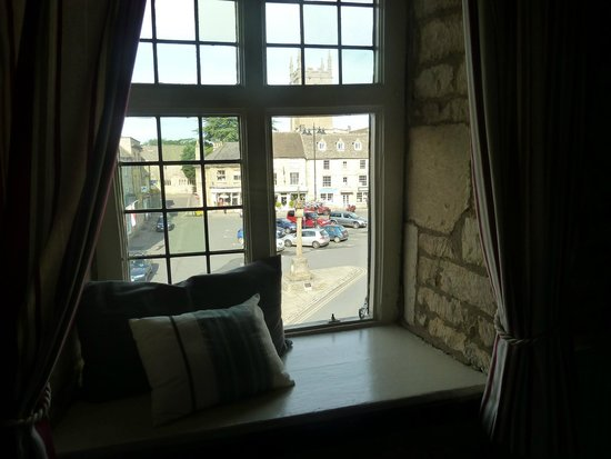 The Kings Arms Hotel: View from Desert Orchid Room window