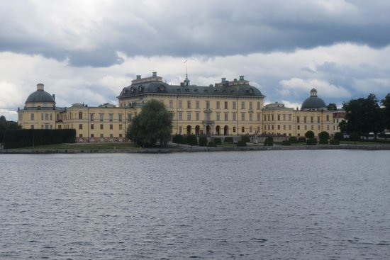 Drottningholm Palace: The approach to the Palace