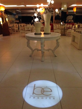 Be Resorts - Mactan: Hotel lobby at night