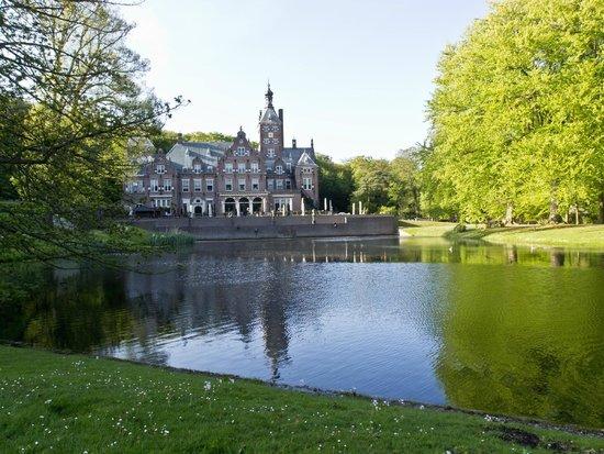 Landgoed Duin & Kruidberg: The hotel building & garden
