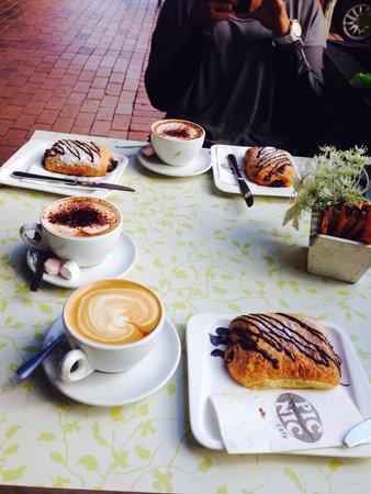 Picnic Cafe: Chocolate croissants!