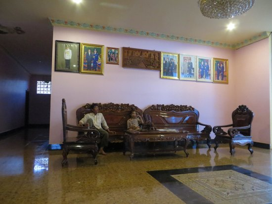 Prak Dara Guest House: The Foyer with Pol Pot framed pictures overhead
