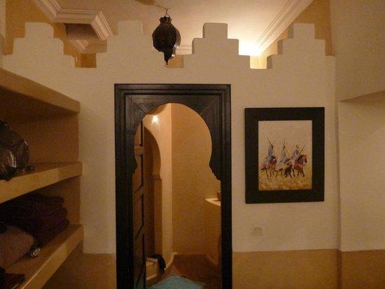 Riad Ajmal: Room