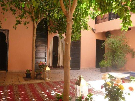 Riad Ajmal: Courtyard