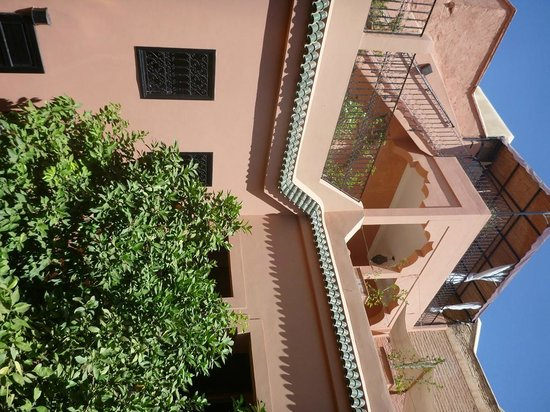 Riad Ajmal : Looking up to roof terraces