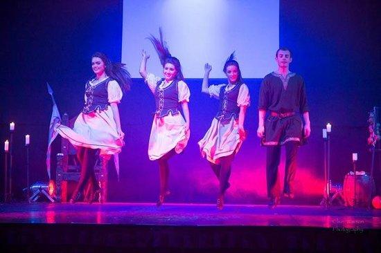 An Grianan Hotel: dancers