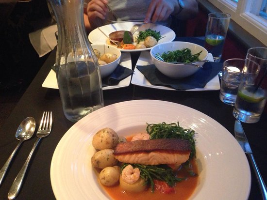 Porto Restaurant: Salmon. Delicious!