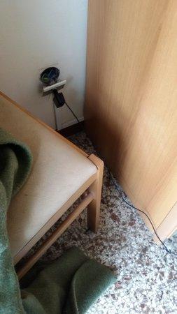 Hotel Telstar: the broken switches, notice floor too