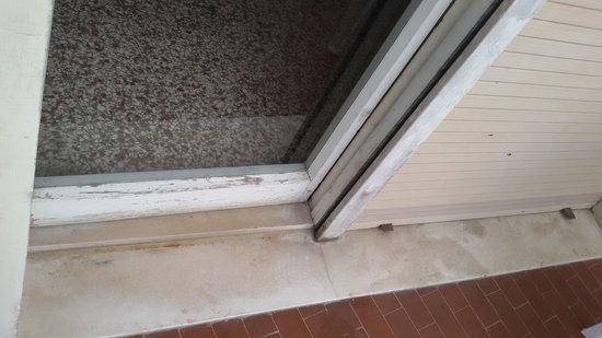 Hotel Telstar: Old doors, will breake anytime