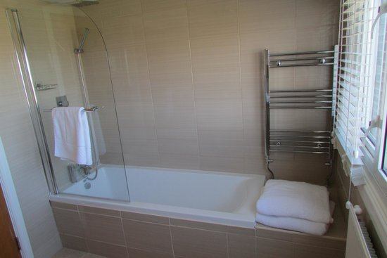 Leasowe Castle Hotel: Seaview bathroom