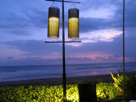 Breeze at The Samaya Seminyak: Table Side View