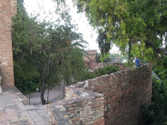 Alcazaba (fort) : Walking the walls