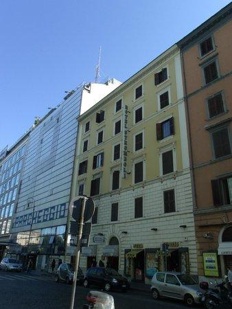 Hotel Stromboli : Frente do hotel