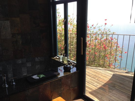 Post Ranch Inn: bathroom - with a view of course!