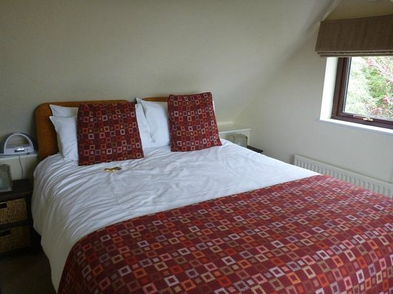 Fields Lodge Bed & Breakfast: Bed with welcome choccies