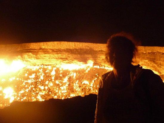 Door to Hell  Gas Deposit Gaskrater Turkmenistan & Gaskrater Turkmenistan - Picture of