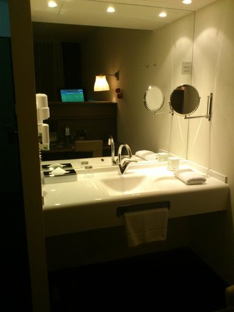 Arcotel John F: Sink Area, in main part of room