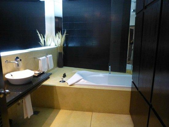 FCC Phnom Penh: Deluxe bathroom