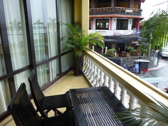 FCC Phnom Penh: Balcony view of 178th street