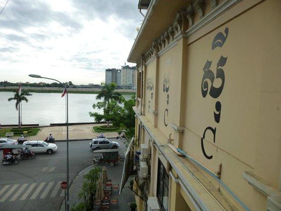 FCC Phnom Penh : Exterior