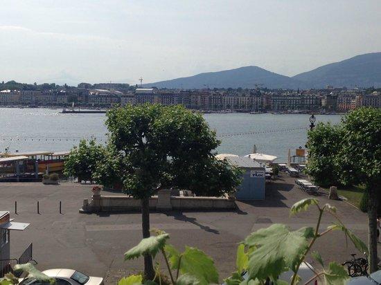Grand Hotel Kempinski Geneva: Вид на озеро
