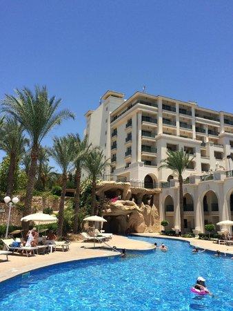 Stella Di Mare Beach Hotel & Spa : вид на отель