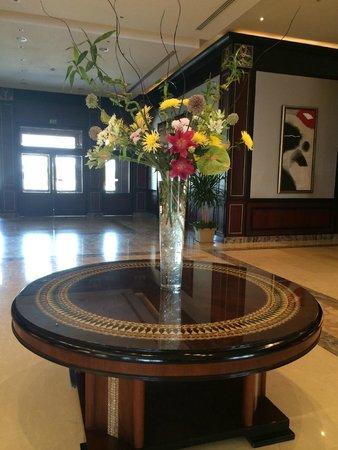 Stella Di Mare Beach Hotel & Spa: лобби