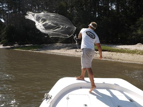 May River Excursions: Captain Chris getting bait for our fishing excursion