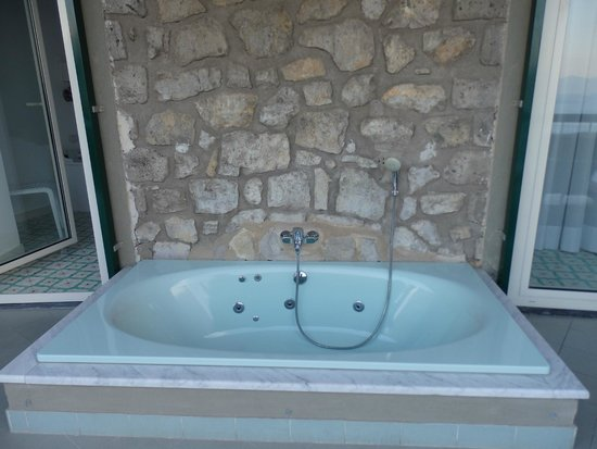 Hotel Bristol: Spa tub on balcony
