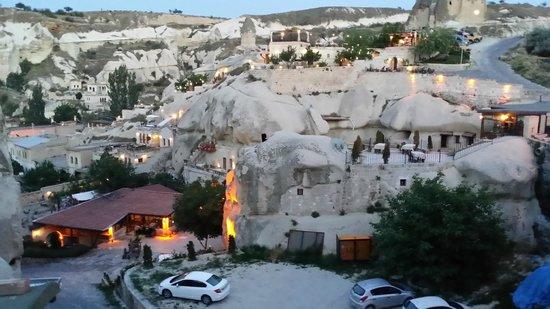 Grand Cave Suites: il panorama al tramonto dal terrazzo dell'hotel