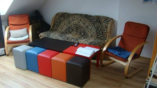 Hostel Mamas&Papas: Comfty sofa in front of a big tv
