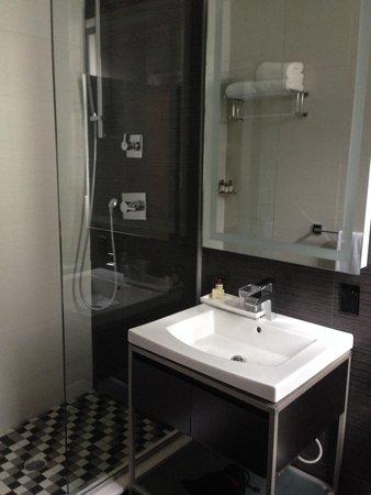 Ameritania Hotel: Badrum