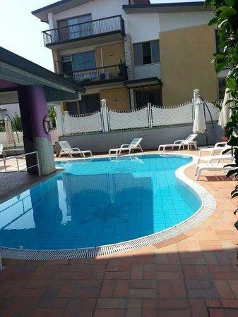 B&B Villa Lilla: La piscina