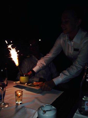 Le Grill : Tiramisu avec bougie d'anniversaire