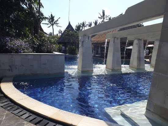 Rama Beach Resort and Villas : Pool at Rama Beach Resort