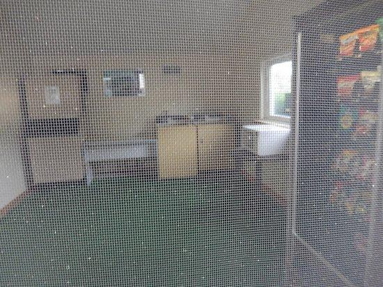 Sundowner Motel : the laundry room,