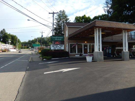 Sundowner Motel : front of motel