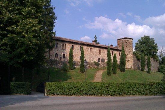 Castello di Rivalta: fronte stradale