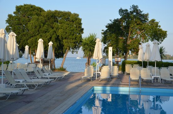 Louis Corcyra Beach Hotel: Nedre poolområde