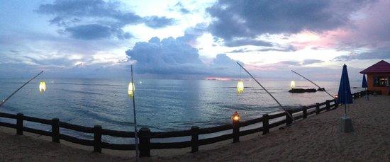 Blue Andaman Lanta Resort : coucher de soleil (koh phi phi au loin)