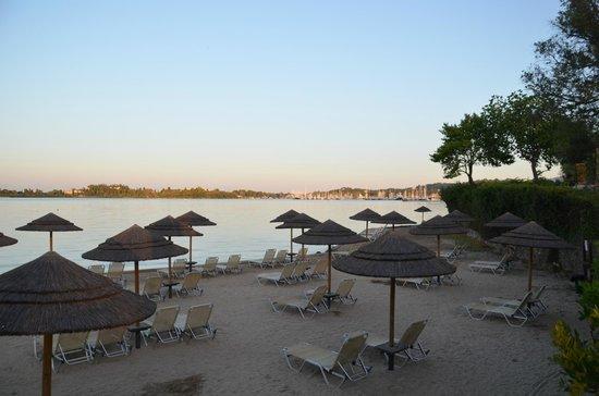 Louis Corcyra Beach Hotel: Stranden