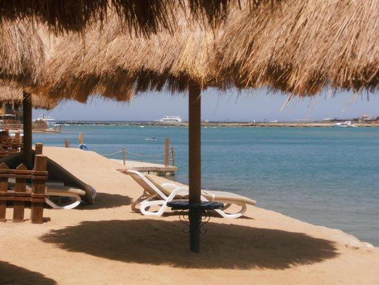 SUNRISE Grand Select Crystal Bay Resort : Vers la mer