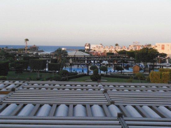 SUNRISE Grand Select Crystal Bay Resort: Vue depuis la terrasse du lobby bar