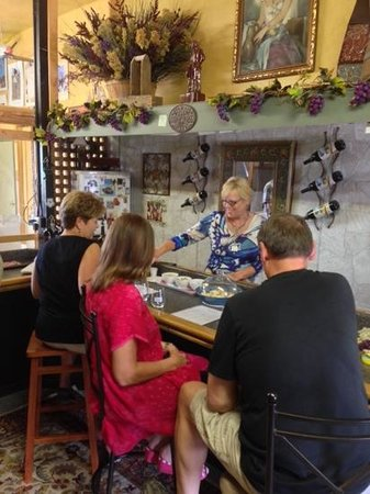 Mesa Park Vineyards: Patty and the Tasting Room
